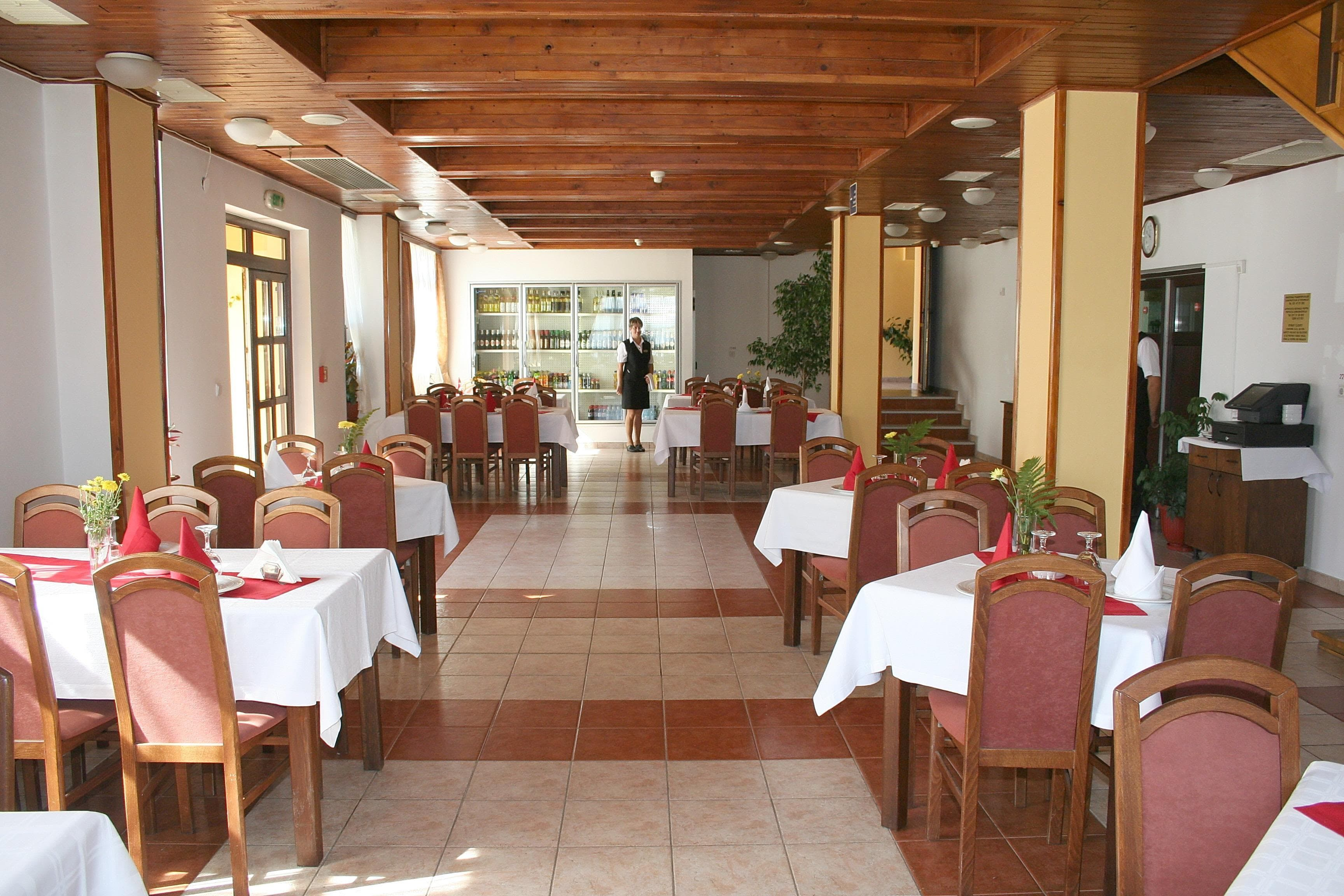restaurant 3-min